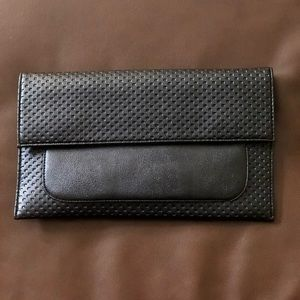 Black Clutch with attachable straps!